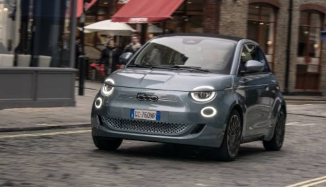 New all-electric Fiat 500 is soft top of choice at What Car? Car of the Year Awards 2021